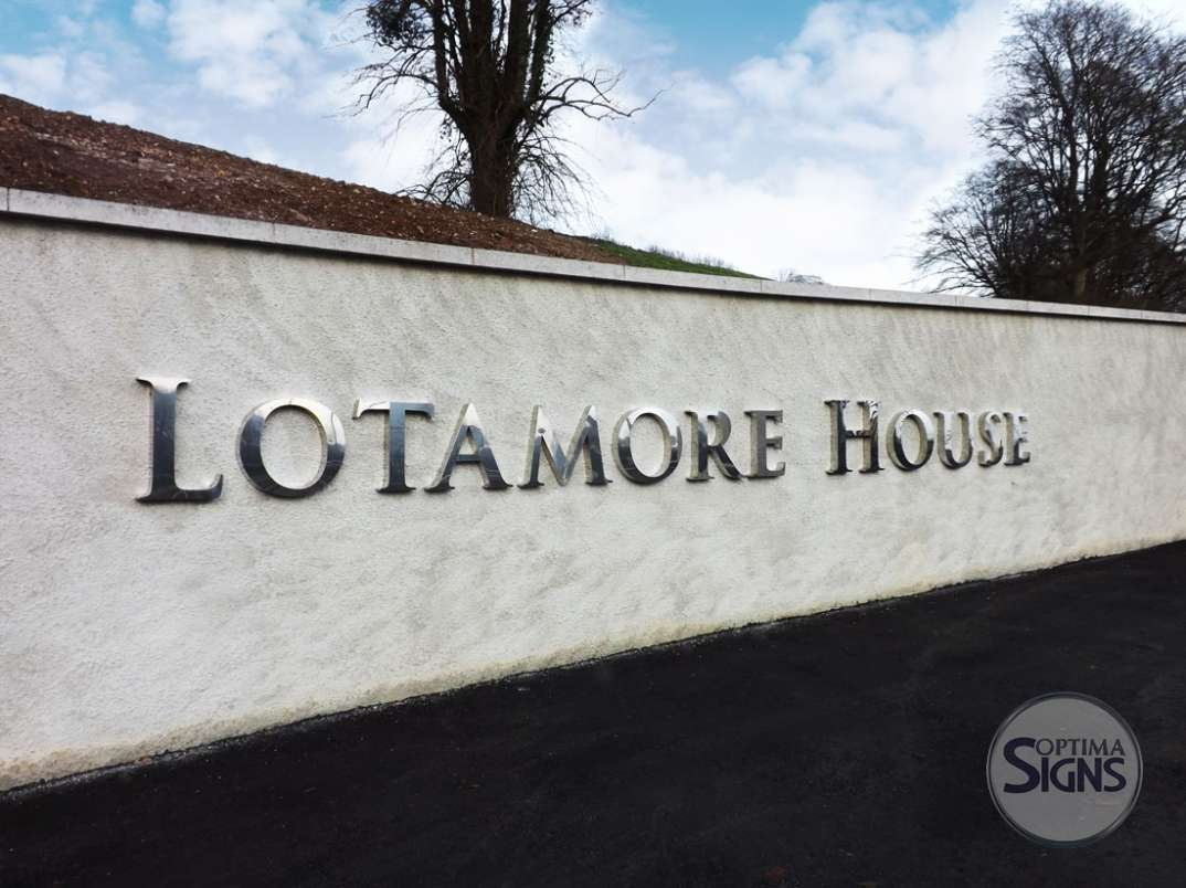 Lottamore_House_polished_stainless steel letters