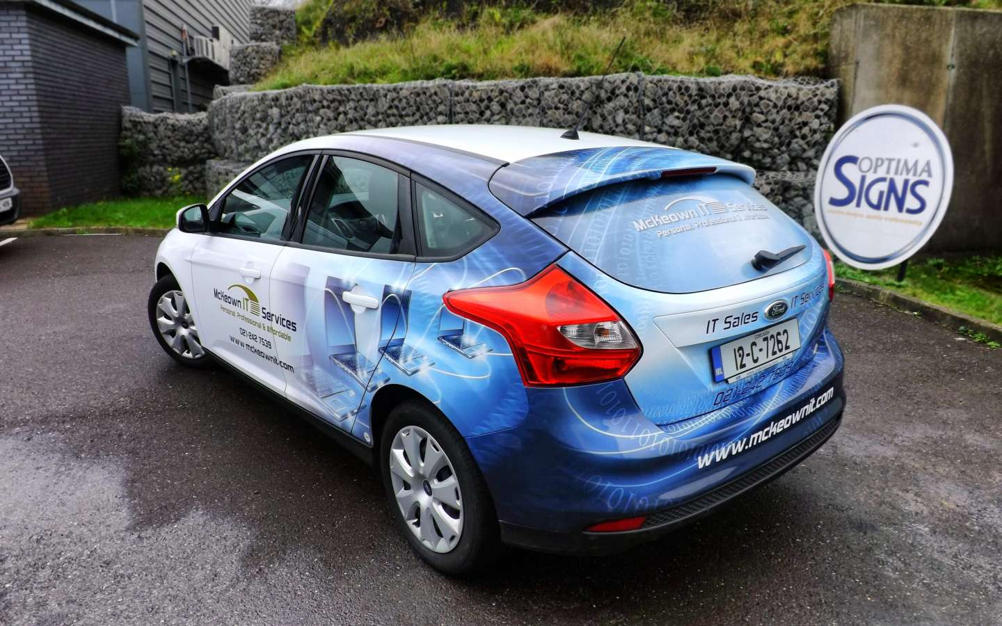 Vehicle wrapping Cork